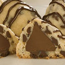 Giant Hershey Kiss Stuffed Chocolate Chip Cookies | Food Smut